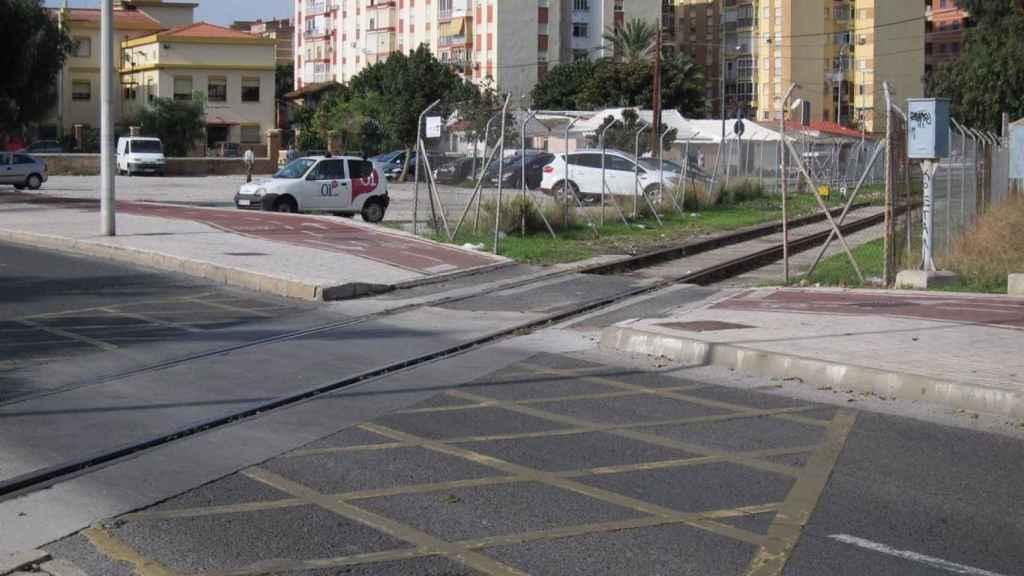 Entrada del ferrocarril al puerto en superficie.