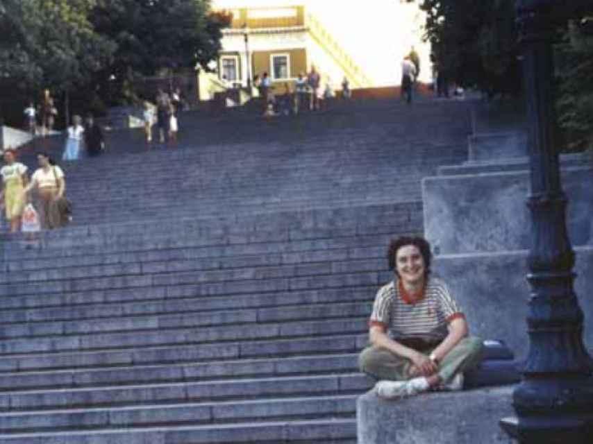 Sara en las famosas escaleras de Odesa que aparecen en la película 'El acorazado Potemkin'.