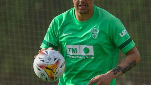 Enzo Roco ya entrena con el Elche CF.