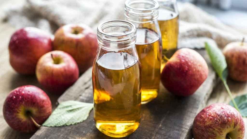 Cómo eliminar la caspa con vinagre de manzana