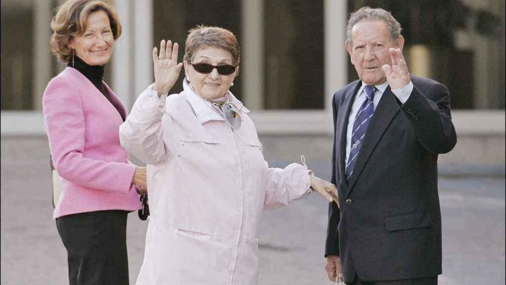 Paloma Rocasolano junto a sus padres, Enriqueta y Francisco, los abuelos de Letizia.