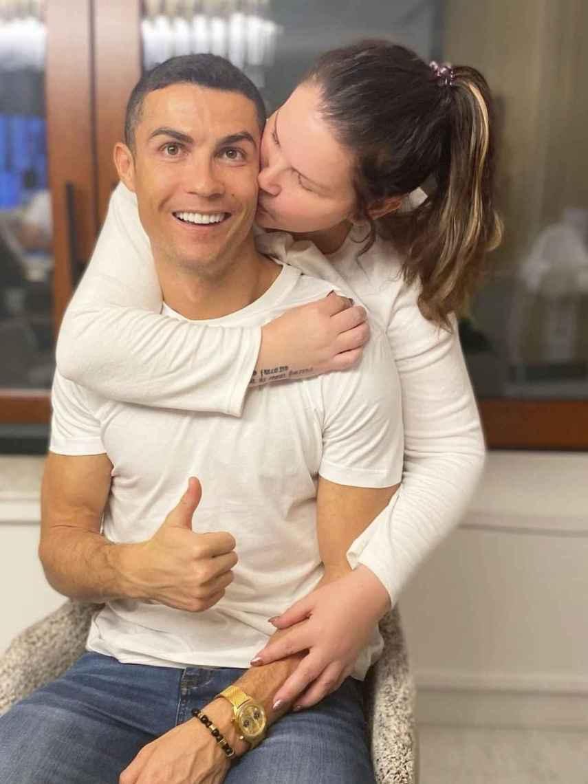 Katia Aveiro y Cristiano Ronaldo en una imagen compartida en redes sociales.