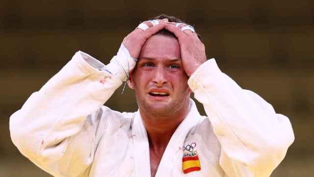 Niko Shera llora tras perder ante Davlat Bobonov en la repesca de los -90kg masculinos de judo
