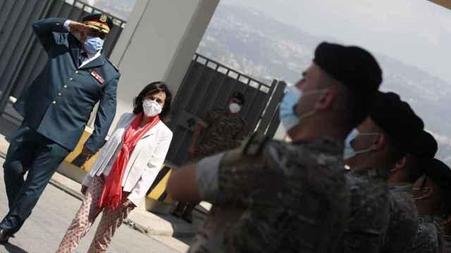 La ministra de Defensa, Margarita Robles, a su llegada al Líbano para visitar a las tropas españolas.