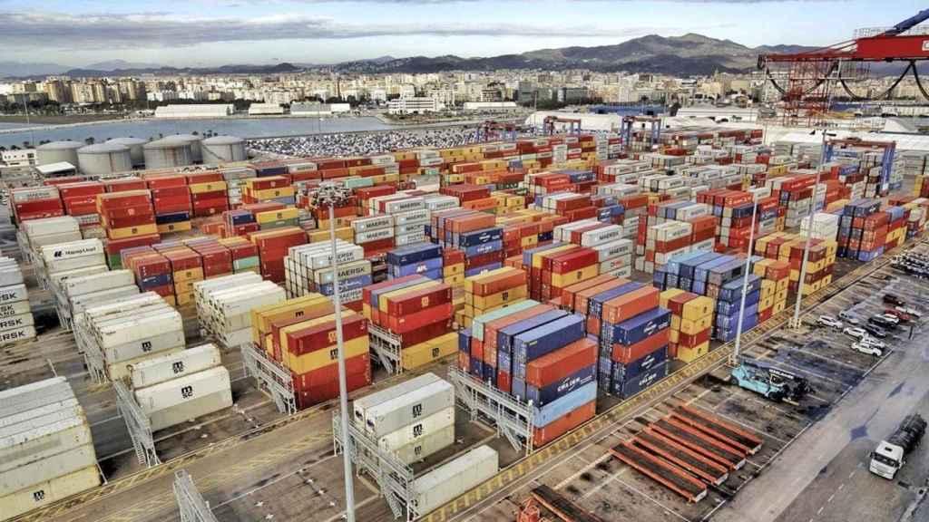 Mercancías en el puerto de Málaga.