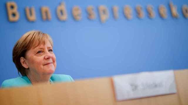 Angela Merkel durante la rueda de prensa que concede todos los veranos en la Asociación de periodistas.