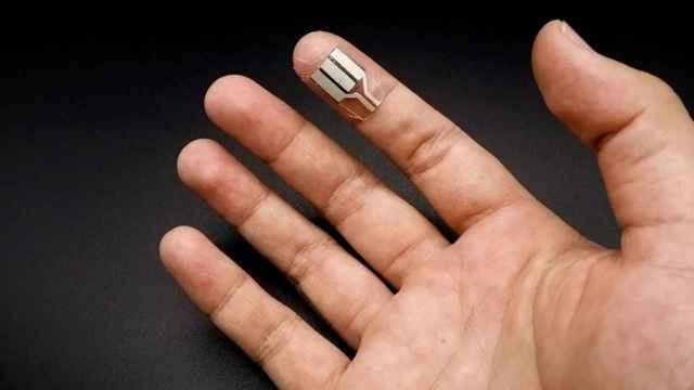 Un sensor que utiliza el sudor de los dedos para generar electricidad.
