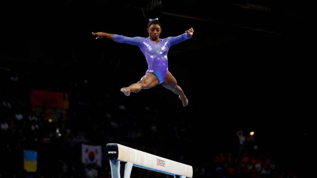 Simone Biles, en la final de barra del Mundial de gimnasia artística de Stuttgart 2019.