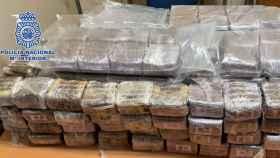 Paquetes de hachís incautados por la Policía Nacional