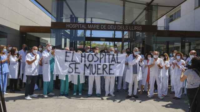 Un momento de las protestas en la puerta del hospital hace unas semanas.