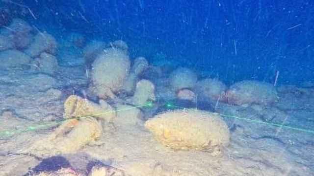 Imagen de las ánforas del barco romano tomada por el robot subacuático.