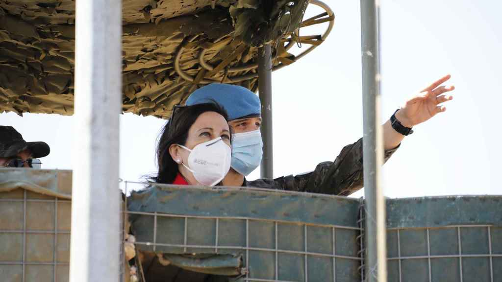 Margarita Robles en uno de los puestos de vigilancia.