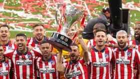 Jugadores del Atlético de Madrid celebrando el título de liga la temporada pasada.