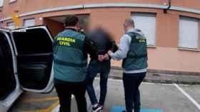 La Guardia Civil arresta a un abusador de menores, en una imagen de archivo.