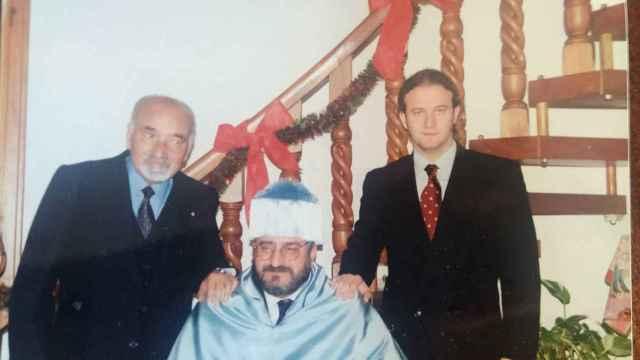 El profesor Manfredi (d), junto a su padre y su abuelo.