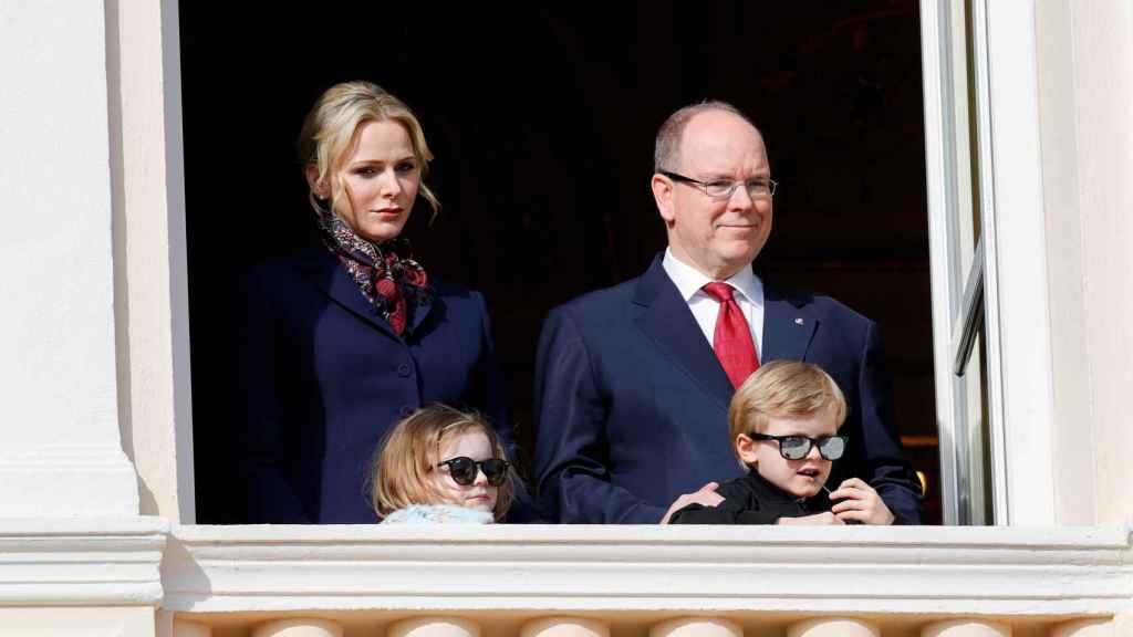 La familia, durante la procesión de Santa Devota, en 2020.