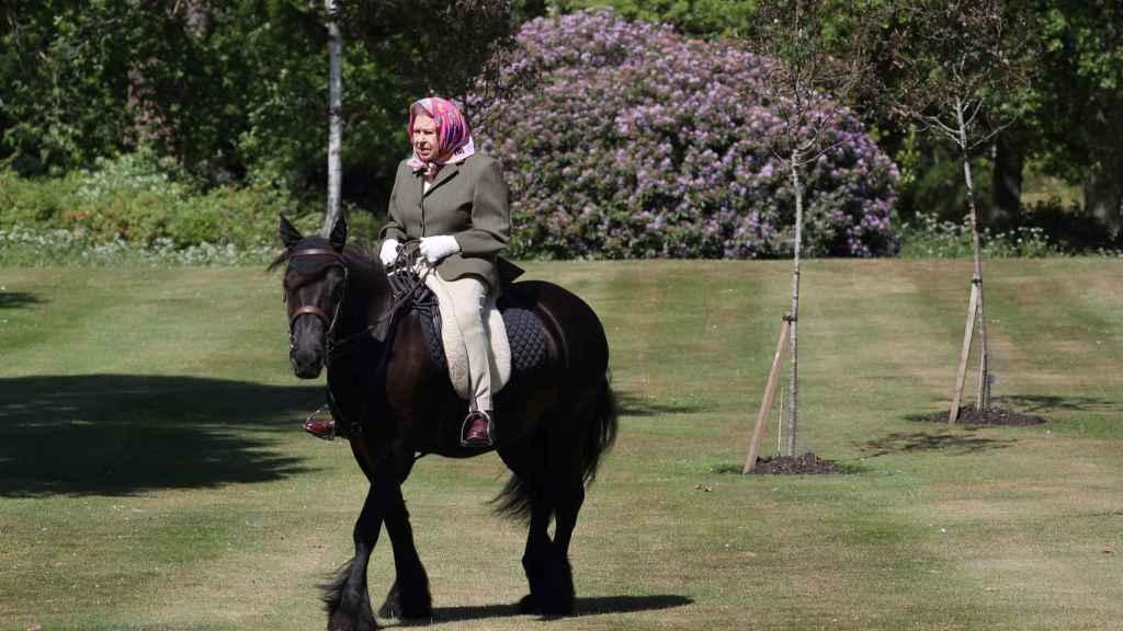 La reina Isabel en su residencia en Balmoral.