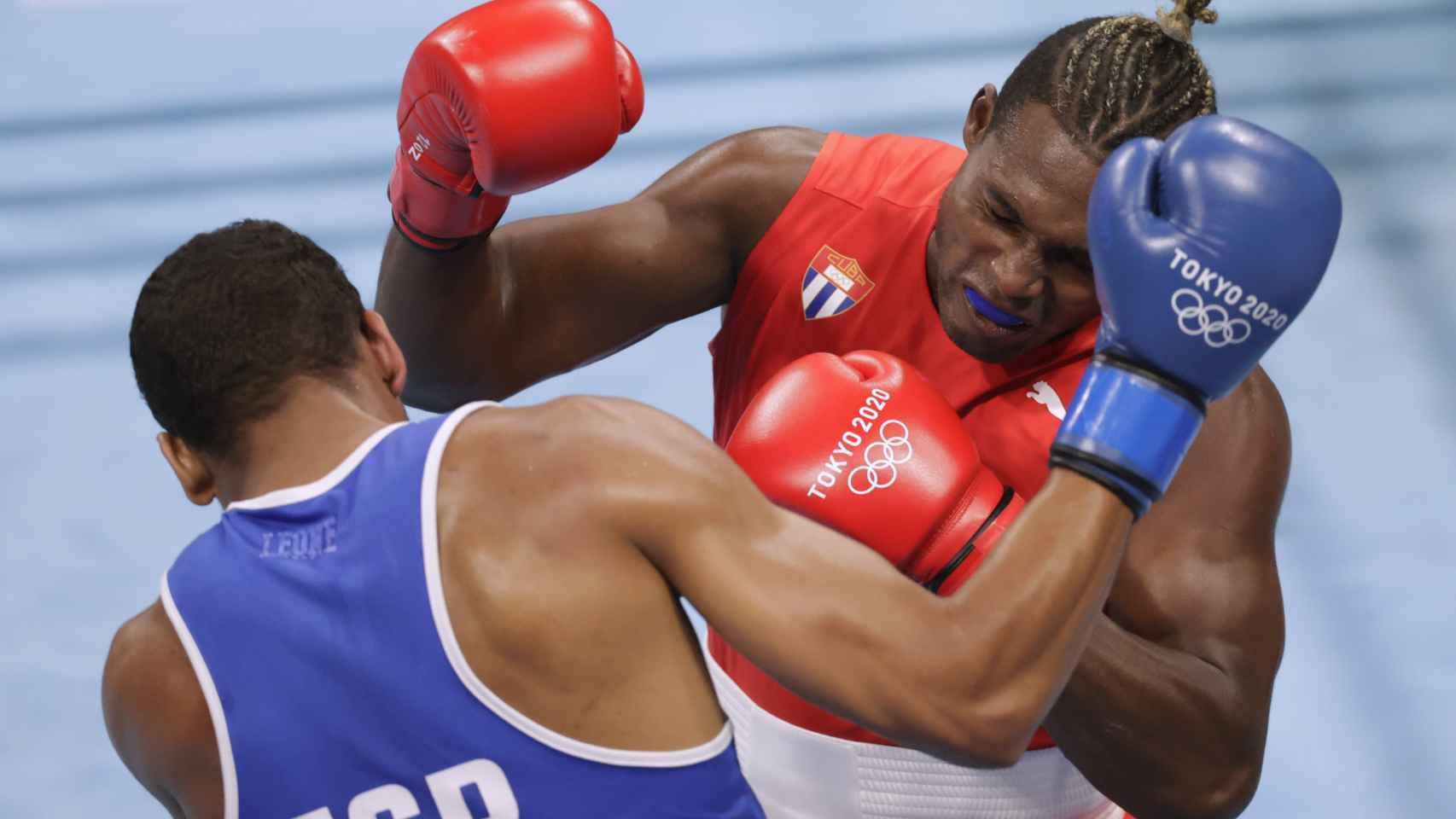 Las mejores imágenes del combate entre Enmanuel Reyes y Julio Cesar La Cruz
