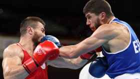 Gazi Jalidov ante Imam Khataev, en los Juegos Olímpicos de Tokio 2020