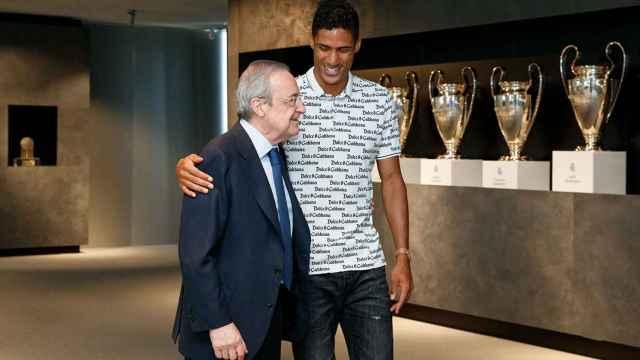 La despedida de Varane, en imágenes: del cariño de Florentino Pérez al emotivo adiós a sus compañeros