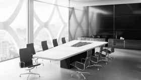 Imagen de una oficina vacía en verano.