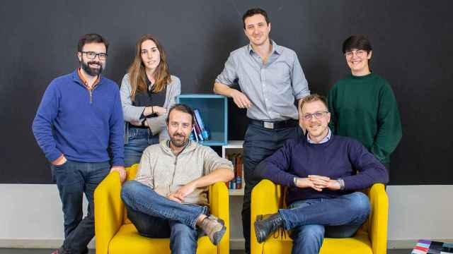 Actual equipo de Moirai Biodesign: Gerard Minuesa (investigador), Cristina Alsina (investigadora), Amadís Pagès (CEO y cofundador), Judit Domingo (investigadora),  Ivan Dotu (CTO y cofundador) y Daniel Poglayen (CDPO y cofundador).