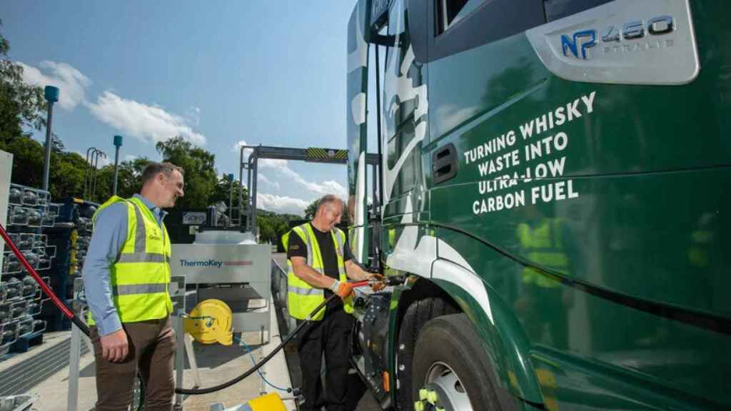 Camión usa combustible ecológico