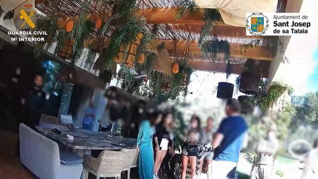 La Guardia Civil interviene una fiesta privada en Ibiza, en una imagen de archivo.