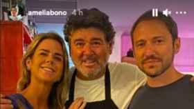 Amelia Bono y Manuel Martos con el chef del restaurante El Pescador
