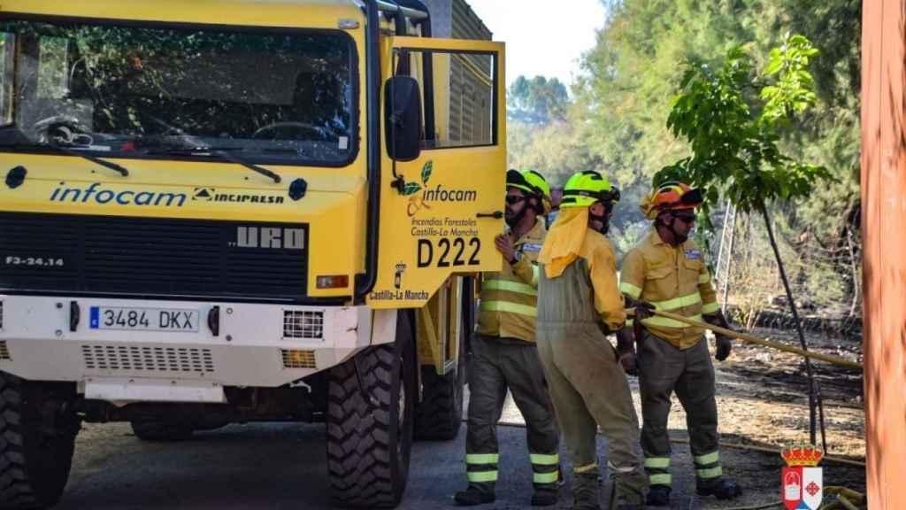 Momento de la intervención de los bomberos en Pozuelo de Calatrava
