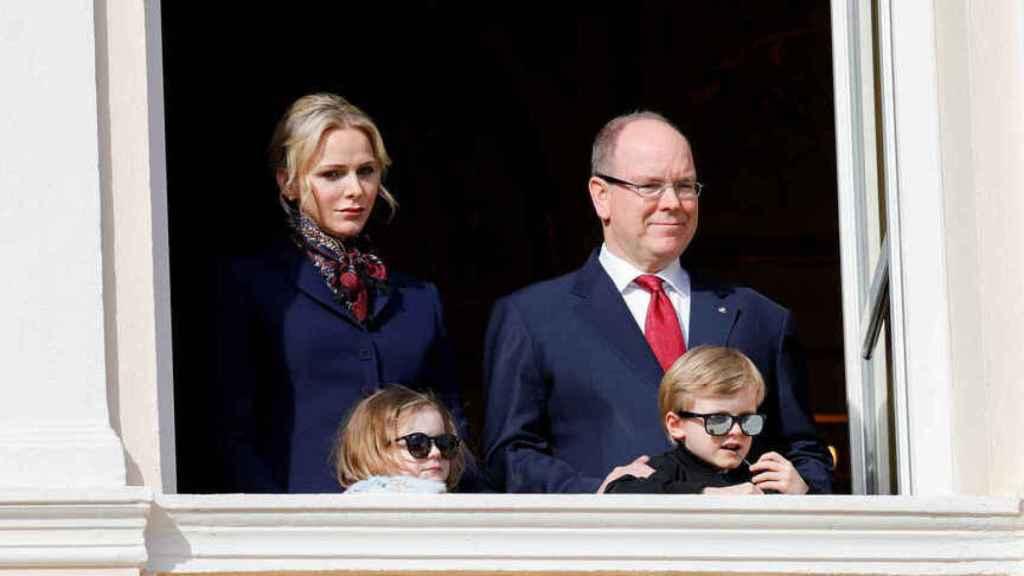 La familia durante la procesión de Santa Devota, en 2020.