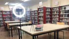 Aro de luz, trípode y libros que obtendrán los ganadores del concurso