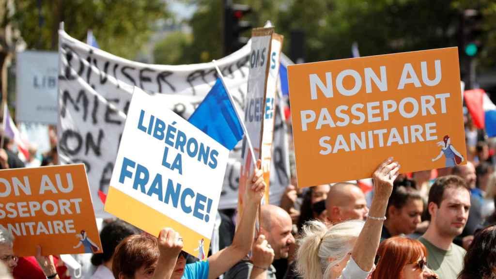 Manifestantes en las calles de la capital francesa este sábado 31 de julio.