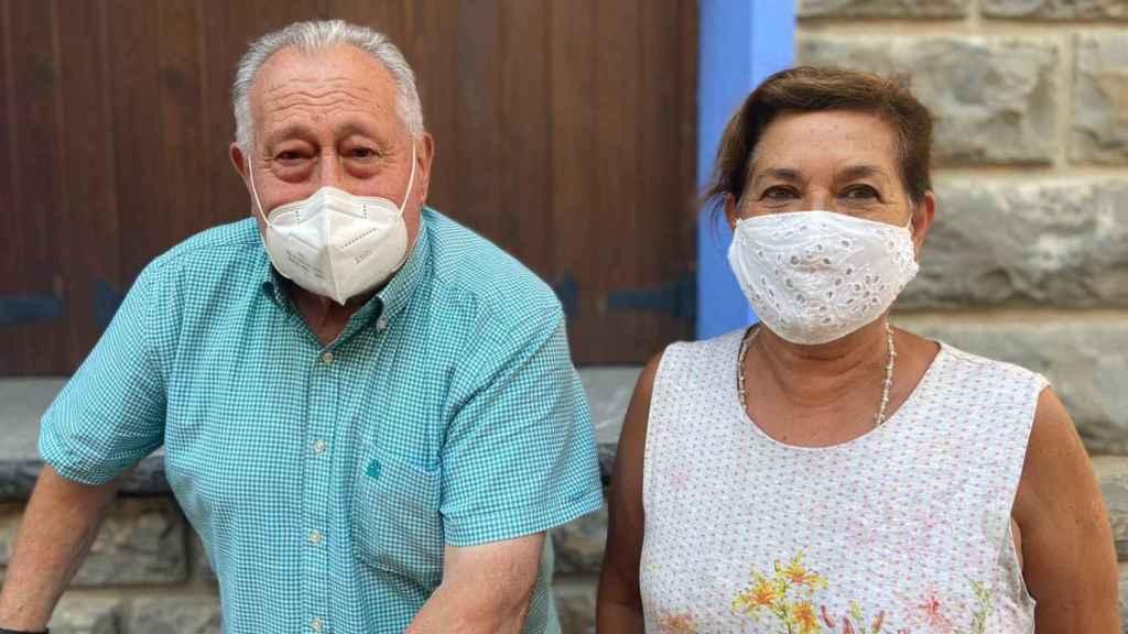 Encarna, la farmacéutica de Biescas, y su primo Paco, estuvieron presentes aquella noche
