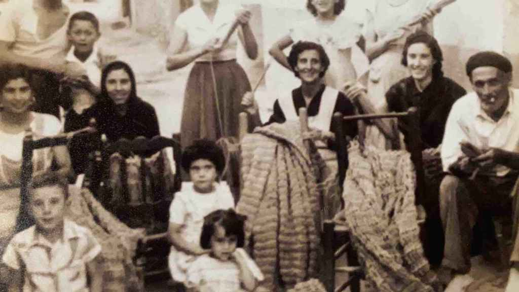 Las tejedoras de redes de la Vila Joiosa son las homenajeadas en esta exposición.