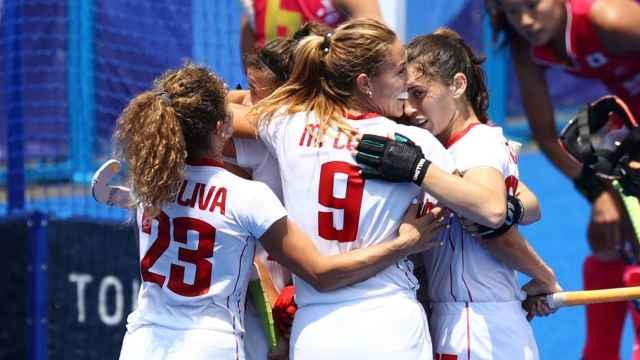 La selección femenina de hockey sobre hierba celebra su victoria ante Japón en los JJOO de Tokio 2020
