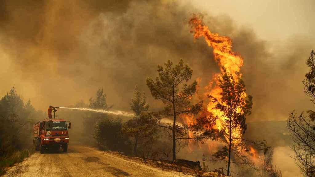 Turquía continúa la lucha contra la ola de incendios