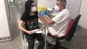 El portavoz de Sanidad del PPCV señala a Puig como responsable del retraso en la vacunación a los jóvenes.