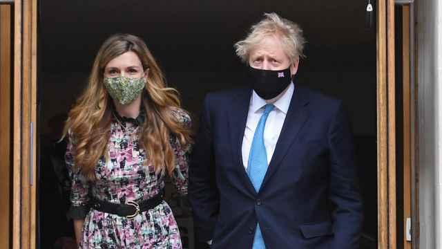 Boris Johnson y Carrie Symonds en una imagen de archivo.