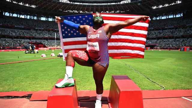 Raven Saunders, las imágenes de la enmascarada como 'Hulk' y 'Joker' que brinda su plata en Tokio 2020 a los derechos LGTBI y a la salud mental