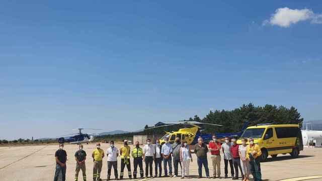 Foto de familia durante la visita institucional del pasado viernes a la base aérea de Villares-Las Minas