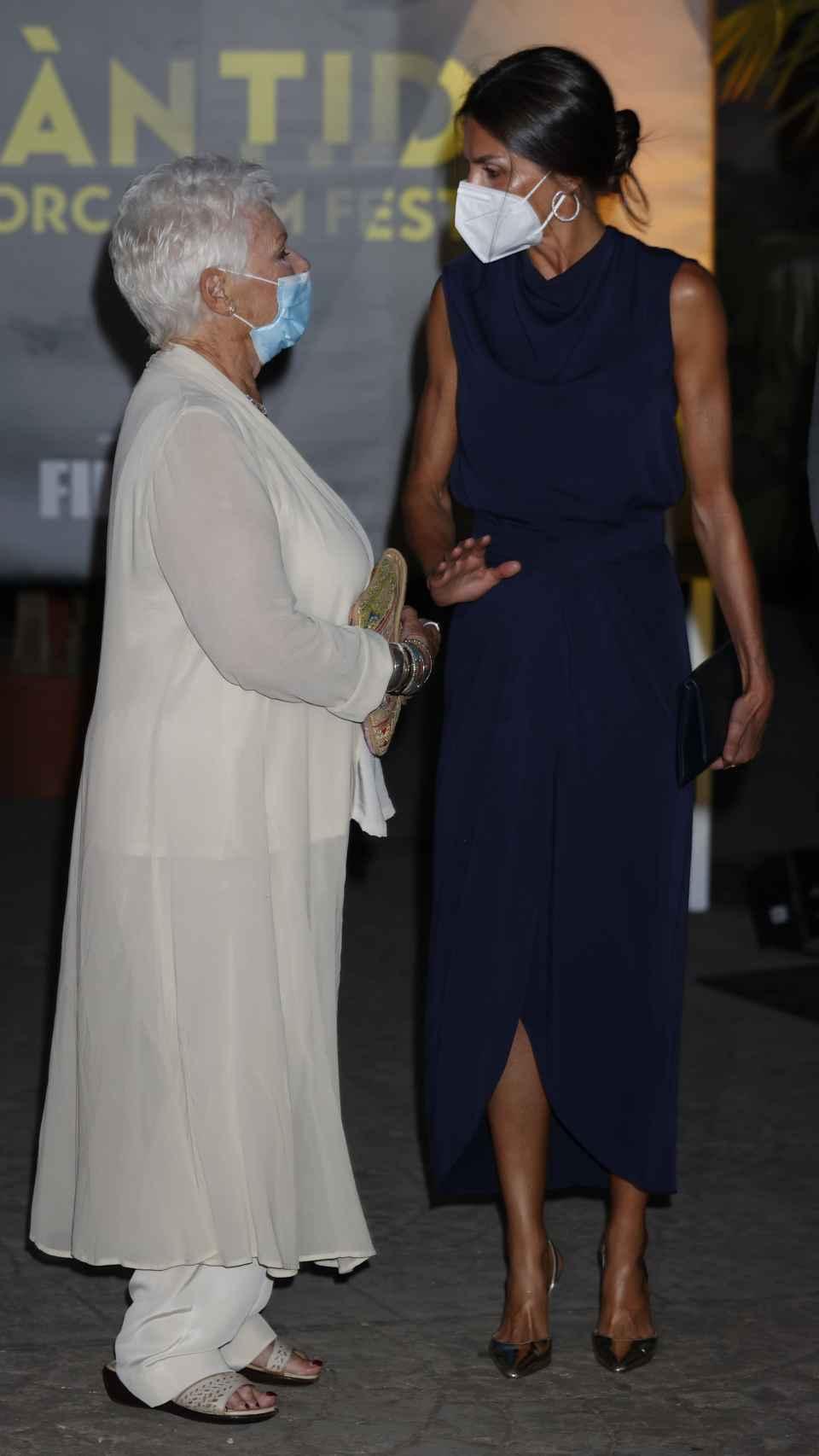 La reina Letizia mostró su admiración por la actriz Judi Dench.