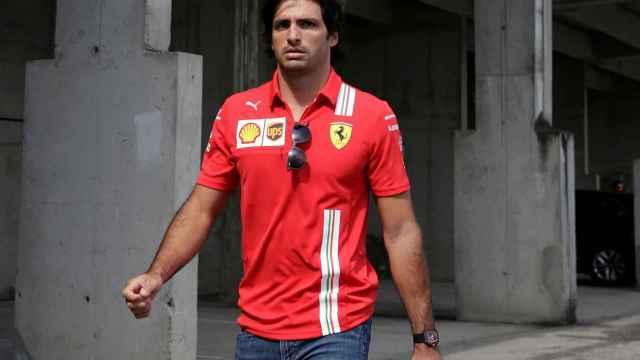 Carlos Sainz en el paddock