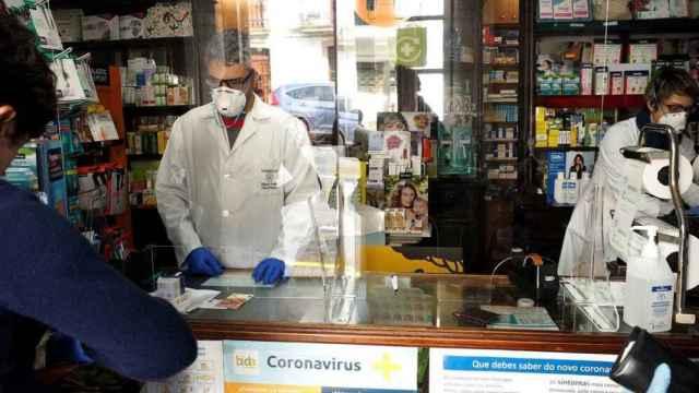 Las farmacias valencianas ven peligrar el suministro de test de antígenos ante la elevada demanda.