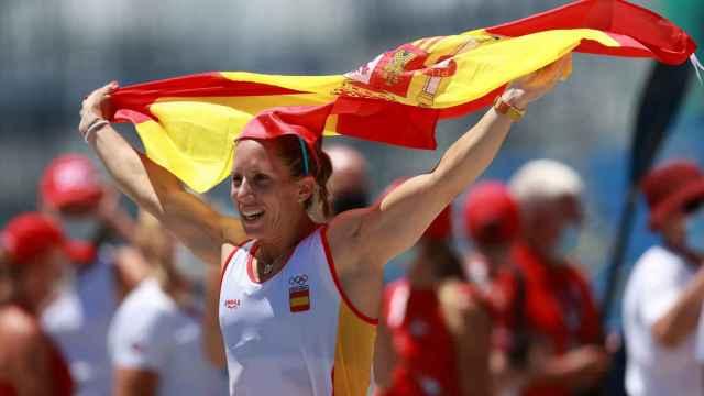 Teresa Portela celebra su medalla de plata en el C1 200 en los Juegos Olímpicos de Tokio 2020