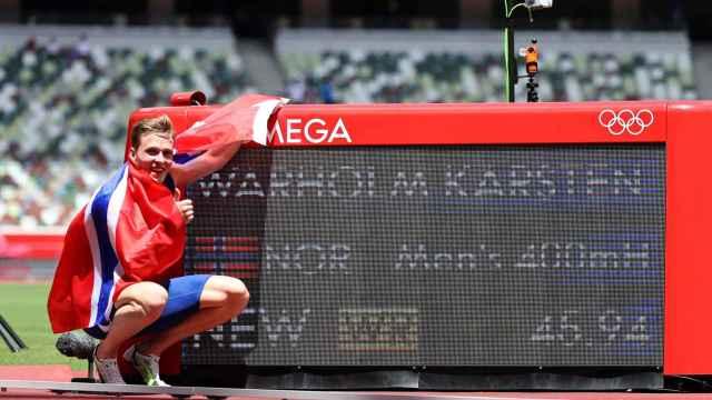 El récord más bestia de Tokio 2020: Karsten Warholm se lleva el oro en los 400 vallas y se rompe el traje