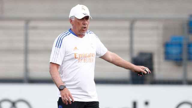 Carlo Ancelotti dirige el entrenamiento del Real Madrid