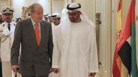 El rey emérito Juan Carlos I junto al príncipe heredero de Abu Dabi, Mohamed bin Zayed.