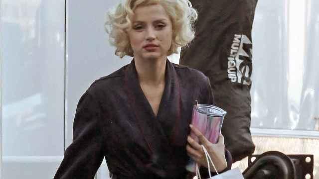 Ana de Armas como Marylin Monroe en el rodaje de 'Blonde', retrasada a 2022 por Netflix.