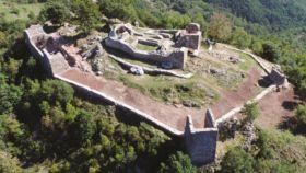 Vista aérea de los vestigios del castillo de Rocabruna.